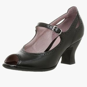 Clarks Artisan Kendra Black Mary Jane Heels 8.5